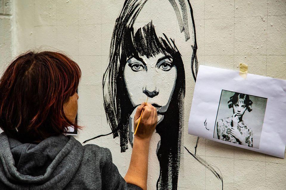 Raffaella Bertolini busy working on her piece for the Cheltenham Paint Festival 2018 (photo by Anthony Harp)
